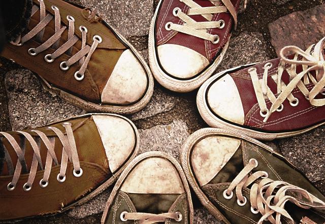 足、靴の臭いの原因は