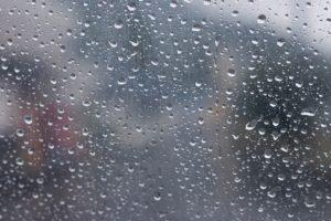 【雨の日はだめ?】革靴、レザーシューズは水分に強いのか弱いのか