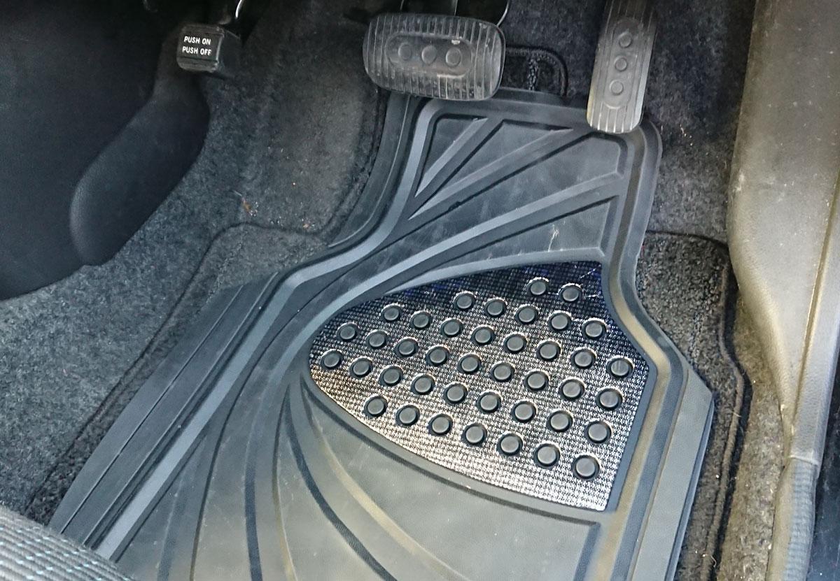 スニーカーのかかとが黒く汚れる問題への対策