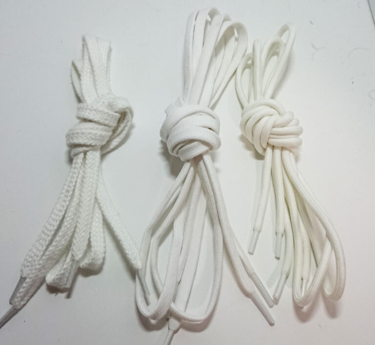 スニーカーの紐の長さ(実寸)を計測